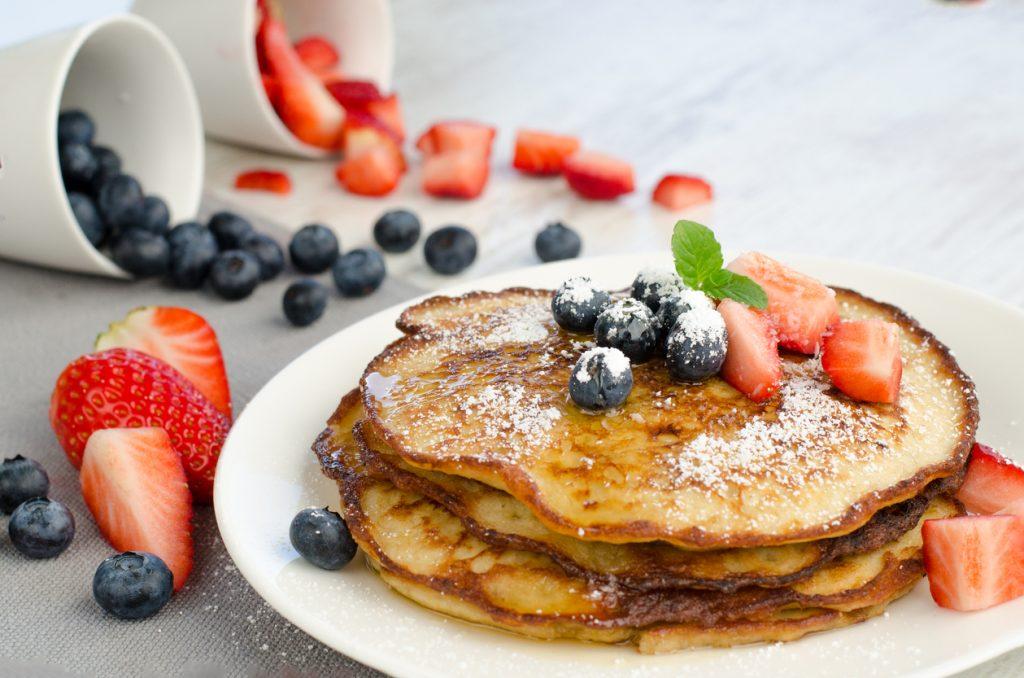 Hotcakes con fruta