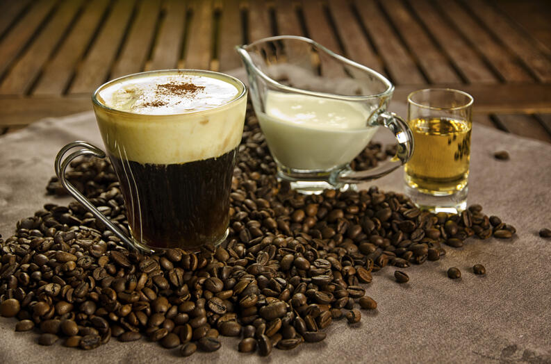 café leche y alcohol